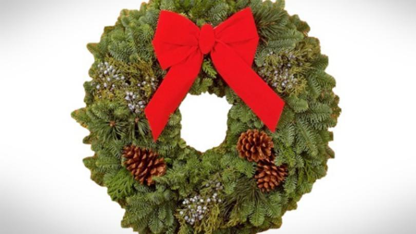 Florida Man steals Christmas wreath, hangs it on his own door