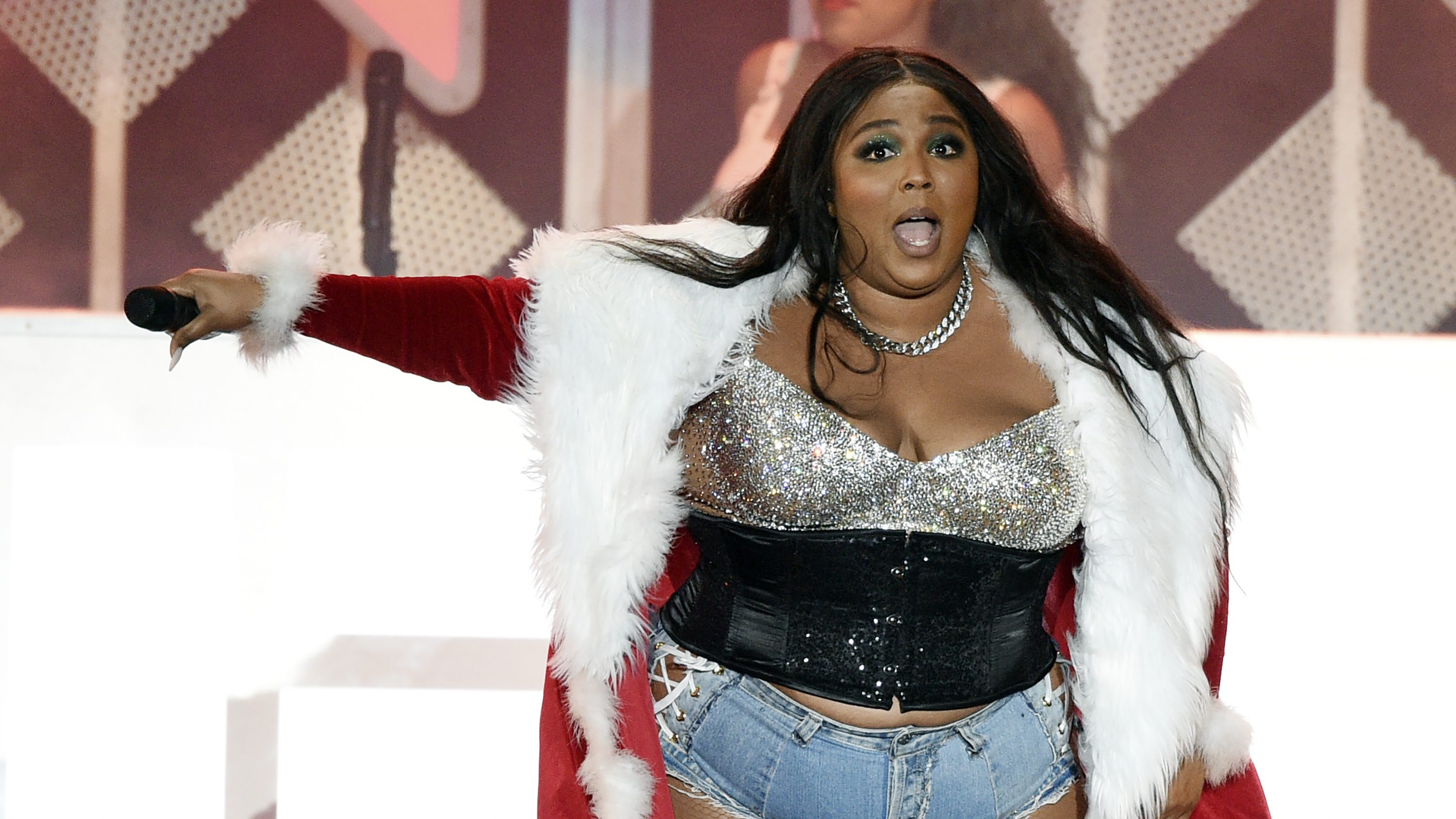 Lizzo claps back with gratitude after twerking controversy